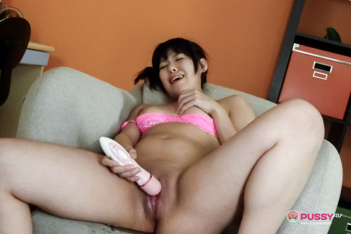 Asian Solo Female Dildo